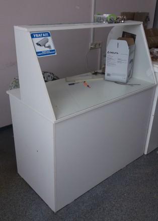 Продам стол - ресепшн белого цвета - состояние б.у. - без дефектов. Лицевая стен. Чернигов, Черниговская область. фото 3