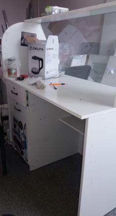 Продам стол - ресепшн белого цвета - состояние б.у. - без дефектов. Лицевая стен. Чернигов, Черниговская область. фото 4