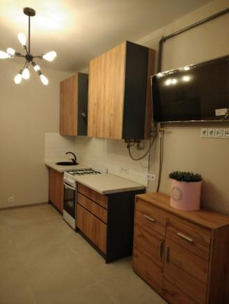 Продам шикарную квартиру с большой кухней, комнатой, гардеробной, двумя балконам. Ирпень, Ирпень, Киевская область. фото 3