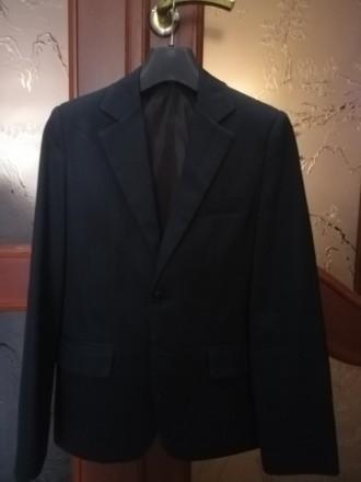 Пиджак для школы из костюмной ткани, хорошее состояние, цвет темно-серый, на рос. Дружковка, Донецкая область. фото 2