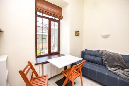 Сдаётся квартира-студия со свежим ремонтом в 2-х этажном доме в центре Одессы на. Приморский, Одесса, Одесская область. фото 3