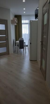 Уютная, светлая квартира. Зонально поделена так, что смотрится как двухкомнатная. Молдаванка, Одесса, Одесская область. фото 2