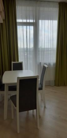 Уютная, светлая квартира. Зонально поделена так, что смотрится как двухкомнатная. Молдаванка, Одесса, Одесская область. фото 3