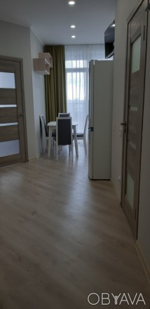 Уютная, светлая квартира. Зонально поделена так, что смотрится как двухкомнатная. Молдаванка, Одесса, Одесская область. фото 1