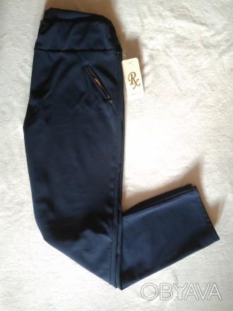 Женские темно-синие итальянские классические брюки.