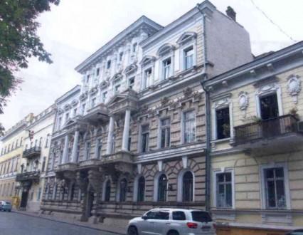 Земельный участок на котором расположено здание, находится в исторической части . Приморский, Одесса, Одесская область. фото 3