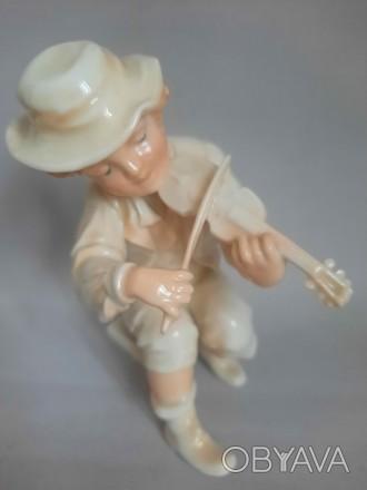 Фарфоровая статуэтка KARL ENS скрипач.