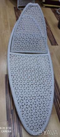 Ротанговый шезлонг со столиком