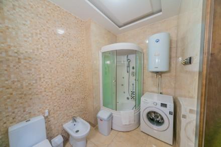 Просторная 1-комнатная квартира, выполнена в современном стиле и расположена на . Малый Фонтан, Одесса, Одесская область. фото 4