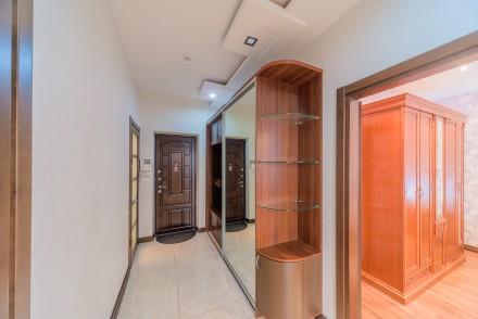 Просторная 1-комнатная квартира, выполнена в современном стиле и расположена на . Малый Фонтан, Одесса, Одесская область. фото 11