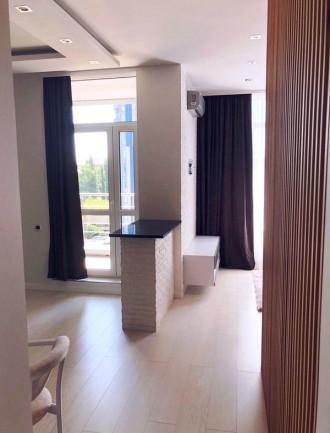 Приятная студия выполнена в современном стиле и расположена на 5 этаже 23-этажно. Малый Фонтан, Одесса, Одесская область. фото 4