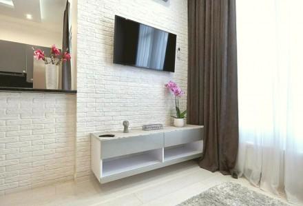 Приятная студия выполнена в современном стиле и расположена на 5 этаже 23-этажно. Малый Фонтан, Одесса, Одесская область. фото 2