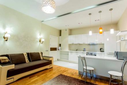 Светлая студия выполнена в современном стиле и расположена на 8 этаже 23-этажног. Приморский, Одесса, Одесская область. фото 3