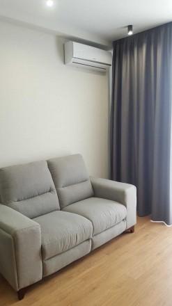 Стильная уютная квартира с шикарным современным ремонтом, расположена на 11/16эт. Голосеево, Киев, Киевская область. фото 3