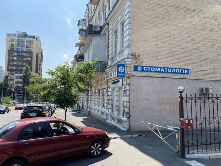 Продажа квартиры в жилом доме по ул. Гоголевская. 1-й этаж, 3 кабинета. Квартира. Центр, Киев, Киевская область. фото 8