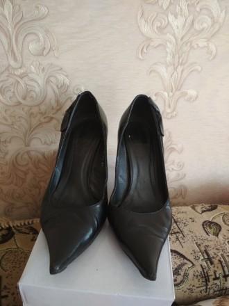 Кожаные женские туфли в отличном состоянии на каблуке черные фабричные носились . Чернигов, Черниговская область. фото 3