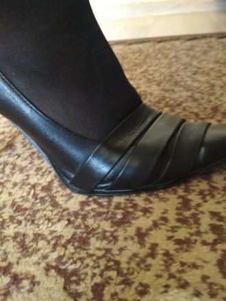 Кожаные женские туфли в отличном состоянии на каблуке черные фабричные носились . Чернигов, Черниговская область. фото 5