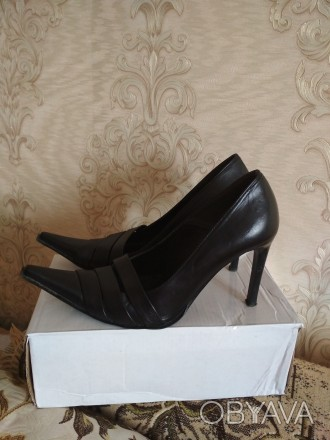 Кожаные женские туфли в отличном состоянии на каблуке черные фабричные носились . Чернигов, Черниговская область. фото 1