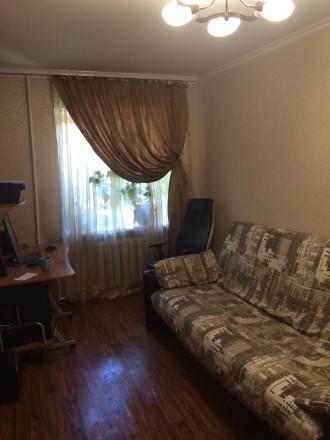 СВОЮ .три раздельные комнаты в хорошем месте ,большая гардеробная,санузел раздел. Одесса, Одесская область. фото 2