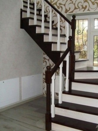 Лестницы. Обшивка деревом бетонных и металлических каркасов лестниц. Чернигов. фото 1
